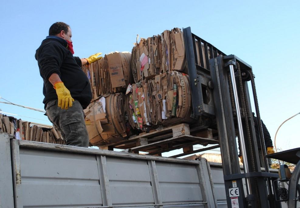 Sacaron una carga de 200 fardos de cartón para reciclar ...