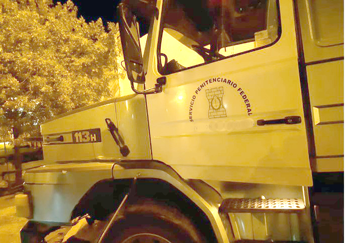 Atrapan a dos efectivos del SPF vendiendo combustible robado